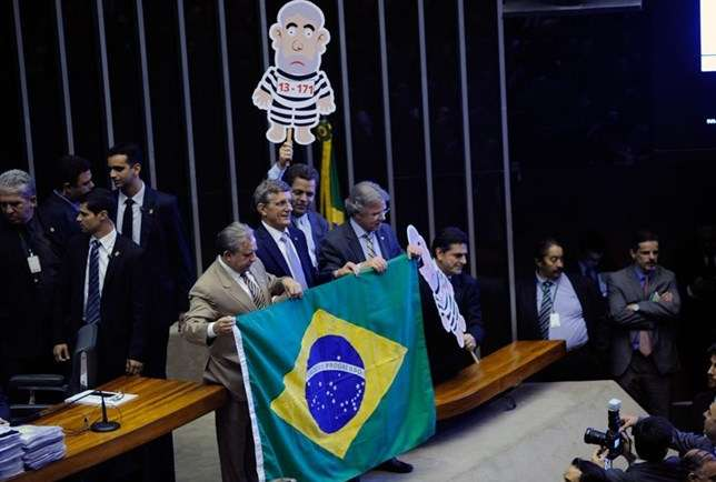 Pixuleco - Tumulto na Câmara