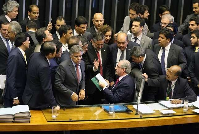 Cunha - Tumulto na Câmara