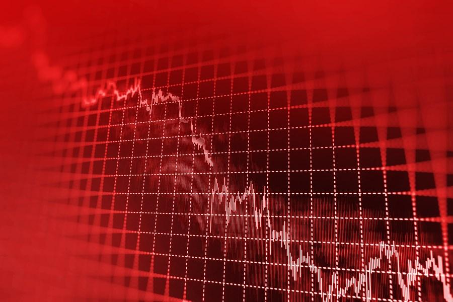 Ibovespa fecha em queda de 1,3% com bancos e exterior, mas fica estável na semana; dólar salta 3,7% em 5 dias