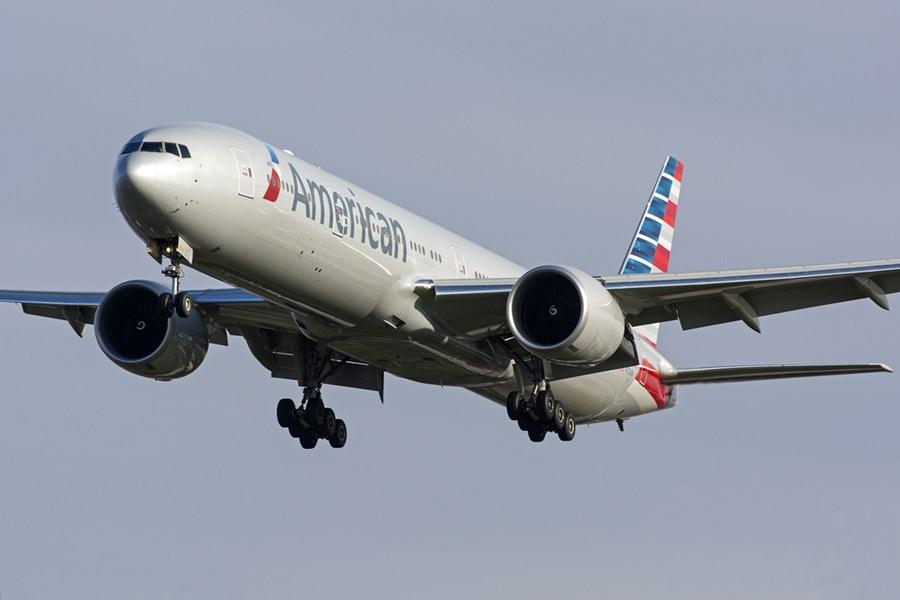 Avião em movimento da American Airlines