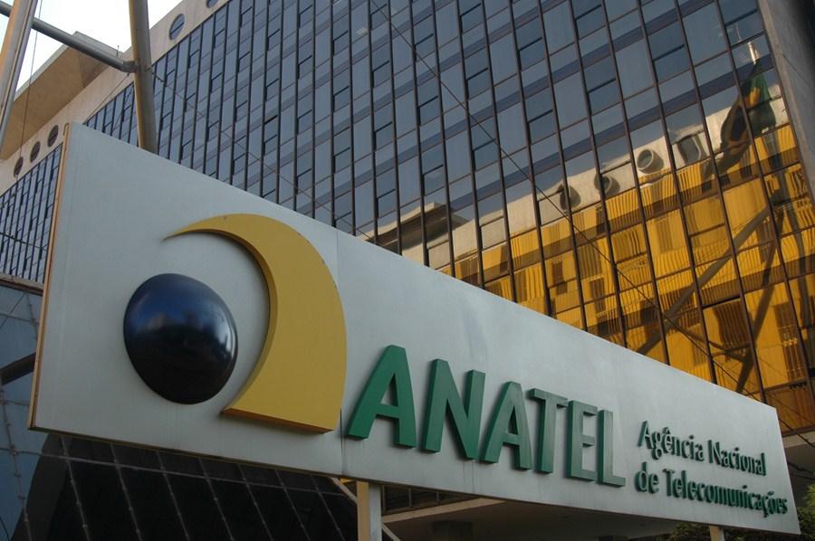 Conselheiro da Anatel pede vistas e adia definição do edital de leilão do 5G