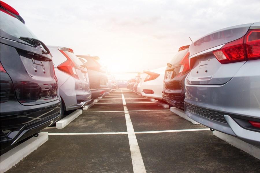 Vendas de carros na China sofrem queda de 36% em março, mas sugerem recuperação