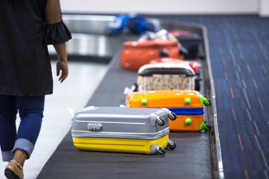 bagagens na esteira
