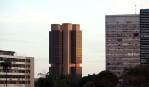 IBC-Br de julho surpreende impulsionado por varejo e serviços