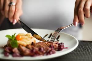 Governo de SP anuncia redução de ICMS para bares e restaurantes