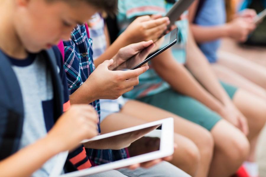 Como a tecnologia está transformando a sala de aula? Executivos debatem futuro da educação