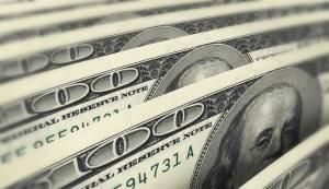 Dólar sobe mais de 1% ante real com expectativas sobre Fed e Copom