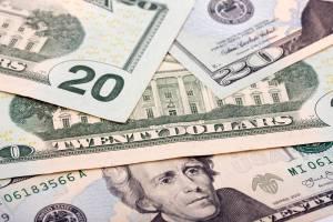 Dólar tem queda acentuada contra real antes de Fed e Copom