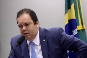 Deputado quer Cade e MP investigando formação de preços pela Petrobras
