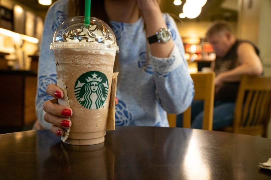 Laticínios em alerta: Starbucks recomenda substituição do leite