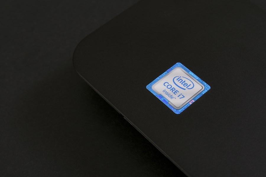 Logo da Intel em um notebook