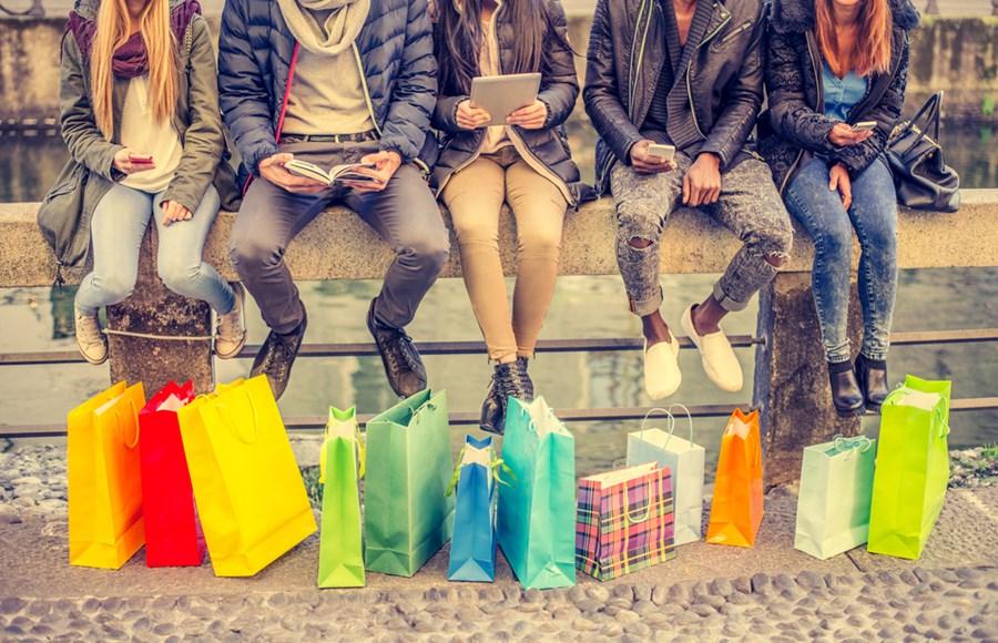 jovens-com-compras-reserva