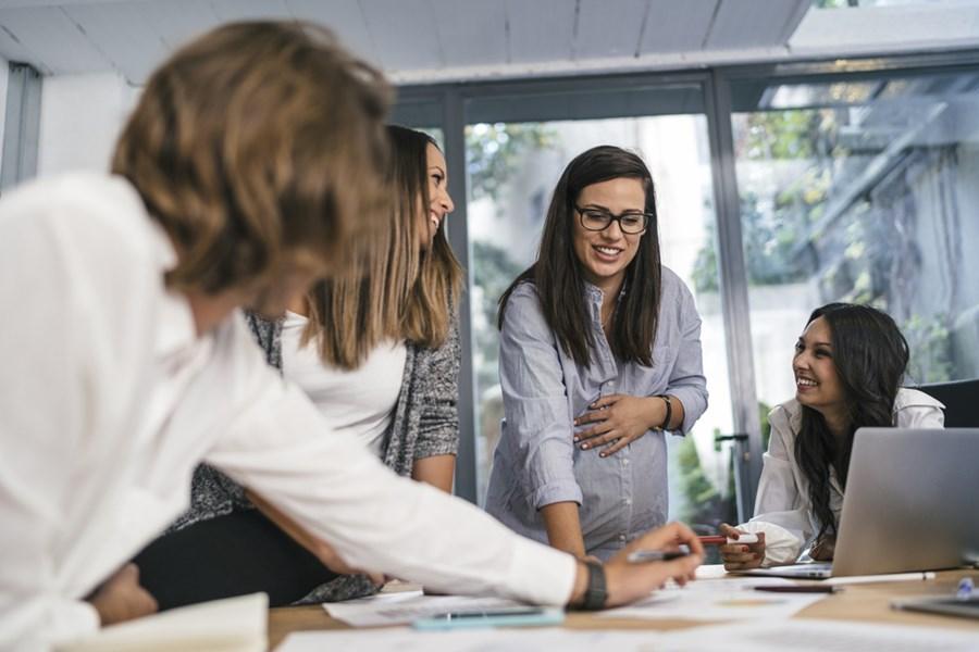 Liderança feminina - mulheres em reunião