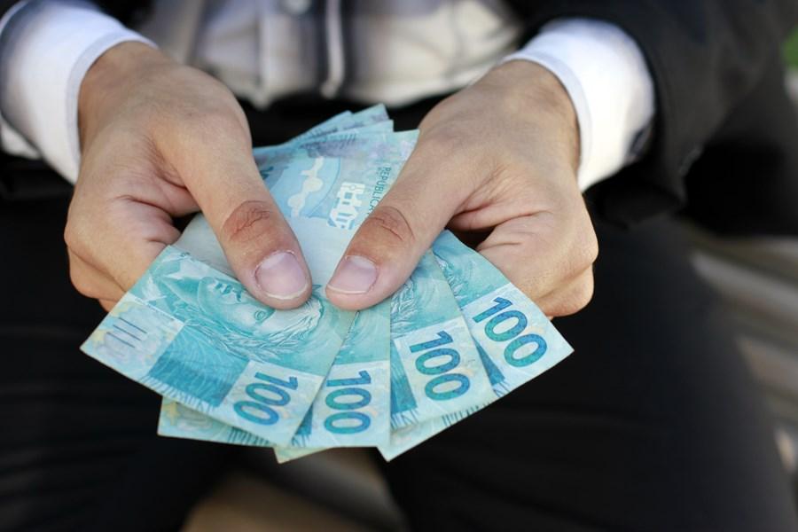 investir 300 reais em ações