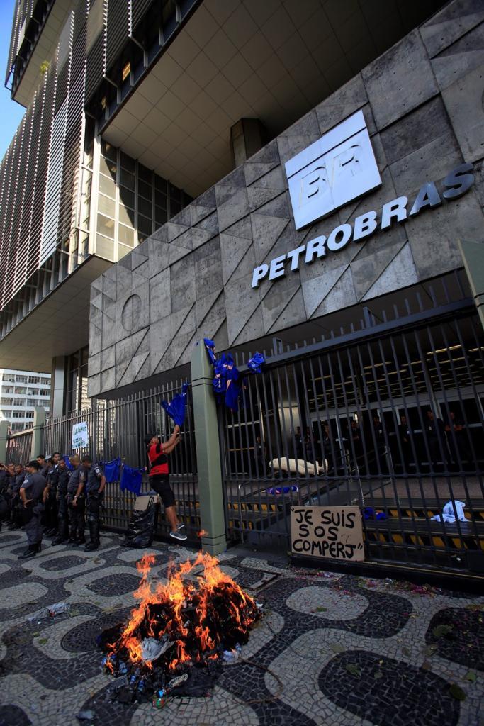 """""""Me dá um dinheiro aí"""": Petrobras cobra de Moro valores do tríplex de Lula, diz jornal"""