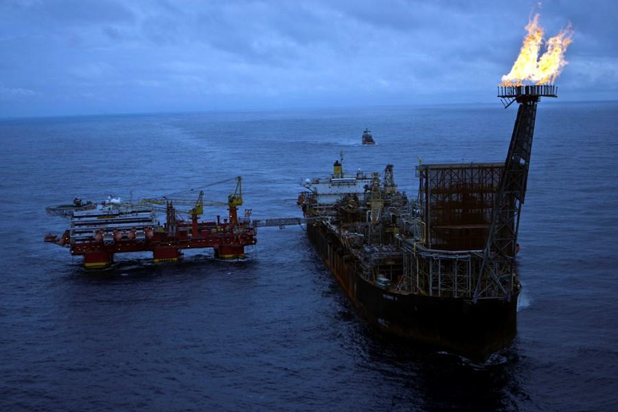 Ações da Petrobras saltam mais de 6% seguindo petróleo; 4 ações sobem até 9% após balanços