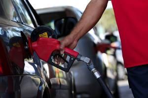 Petrobras anuncia redução do preço da gasolina em 2% nas refinarias a partir de sábado; valor do diesel é mantido