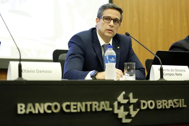 Campos Neto defende vacinação em massa para economia retomar curso thumbnail
