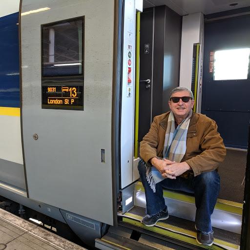 6_jornalista_paulo_panayotis_feliz_da_vida_em_viajar_de_trem