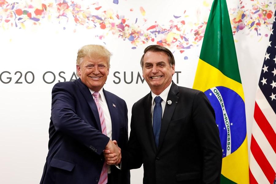 Aposta de Bolsonaro em Trump sai pela culatra diante de tarifas