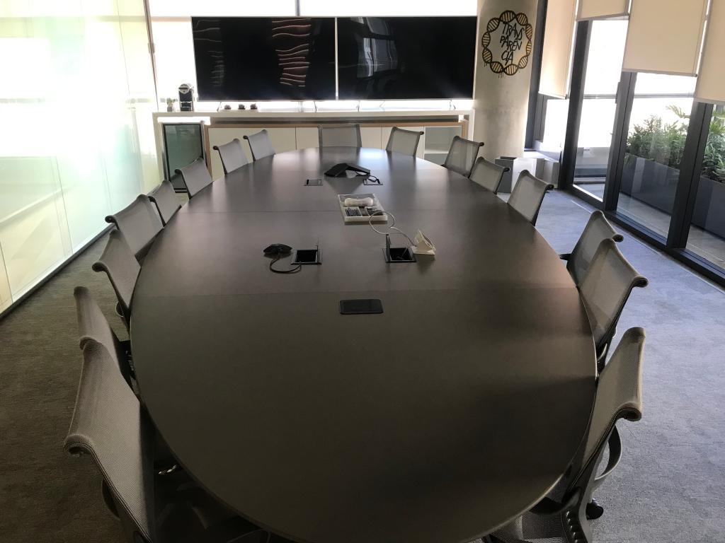 Mesa de reunião no C6 Bank