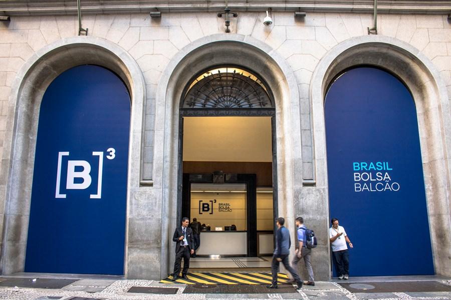B3 atinge 2,5 milhões de investidores ativos em maio; volume financeiro sobe 73% na base anual thumbnail