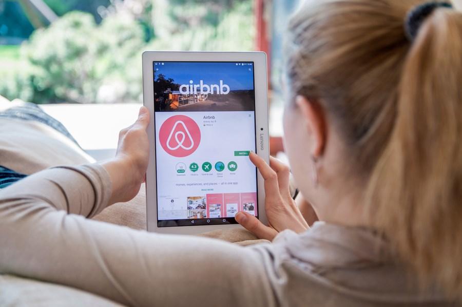 Airbnb registra mais de 1 milhão de reservaspela primeira vez desde março thumbnail