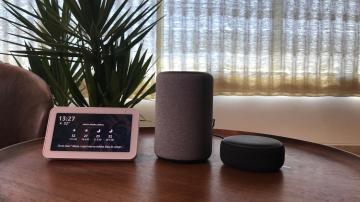 Dispositivos Echo Show 5, Echo e Echo Dot, da Amazon