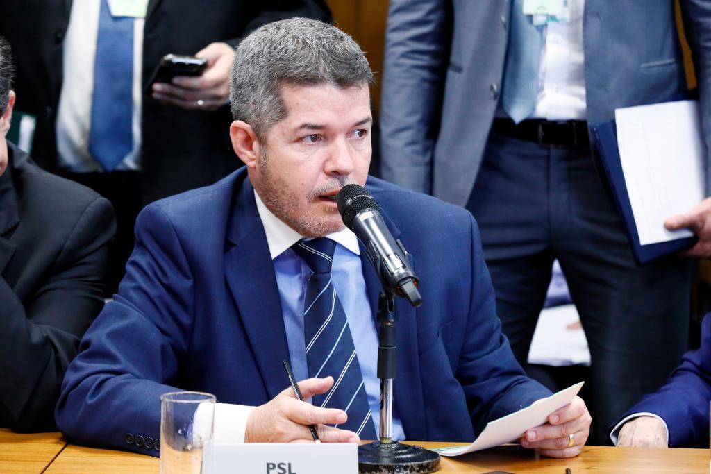 Em derrota para Bolsonaro, Delegado Waldir é mantido líder do PSL na Câmara