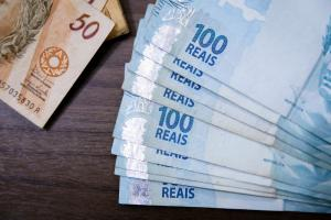 Notas de 50 e 100 reais