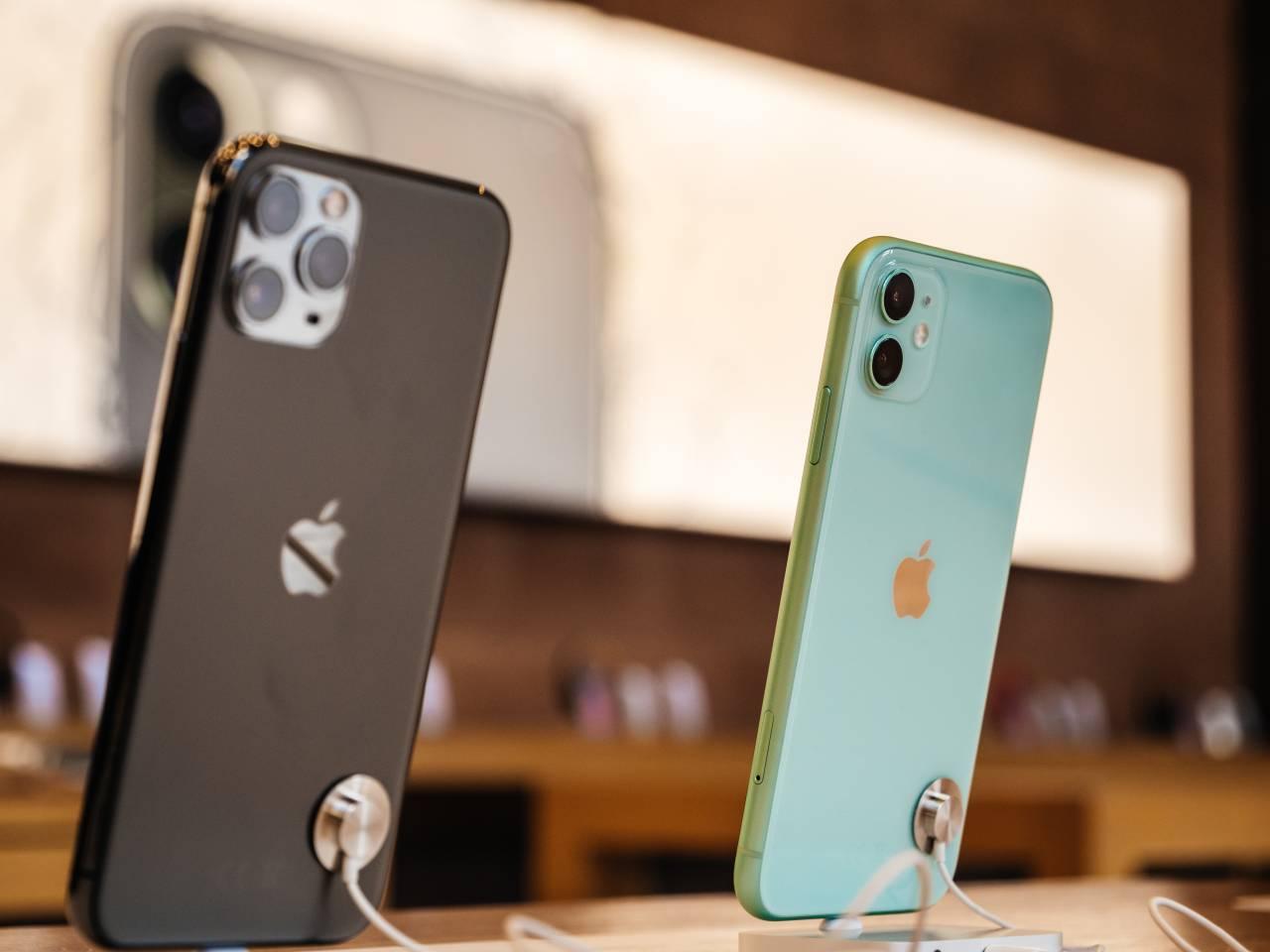 Modelos do iPhone 11 em exposição