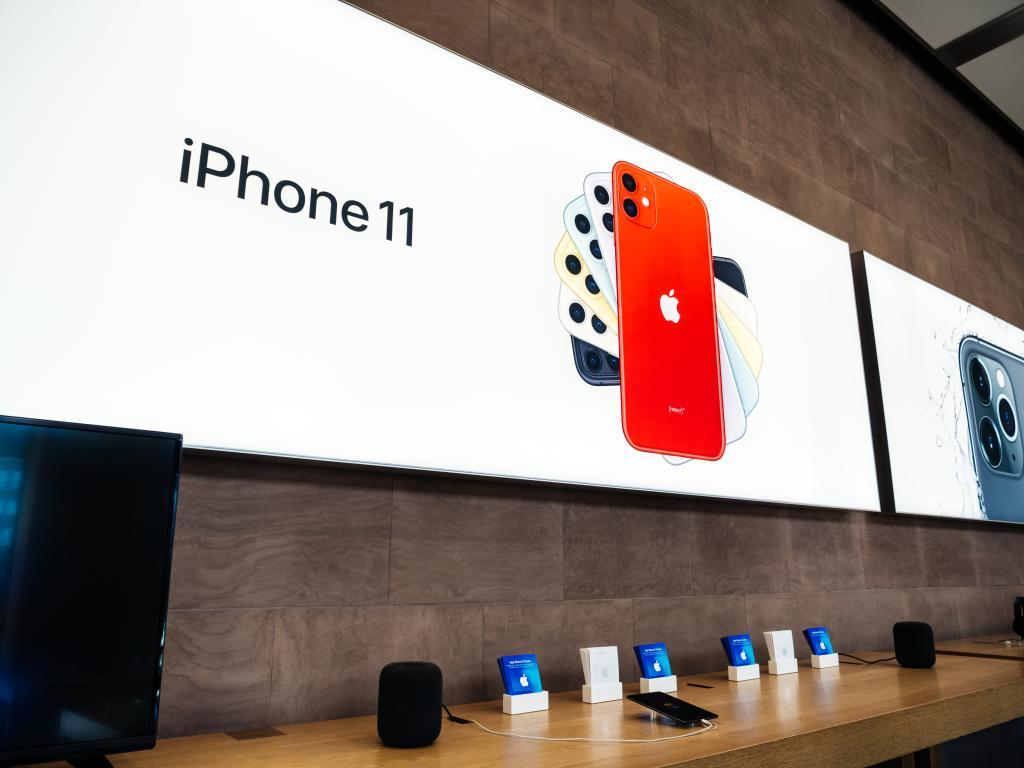 Painel anunciando o lançamento do iPhone 11