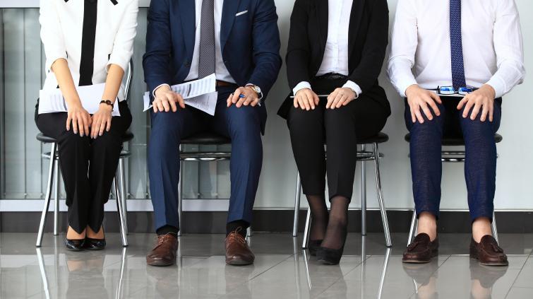 Candidatos esperando entrevista de emprego