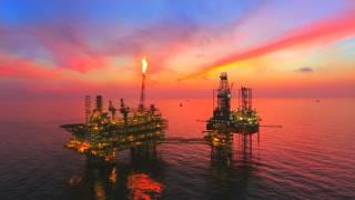 Ações da Petrobras caem 4,5% com petróleo; bancos recuam até 3,6% com aumento de IOF e Log-In salta mais 7,5%