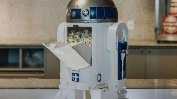 Réplica do RD-D2, da série Star Wars, com pipoca dentro
