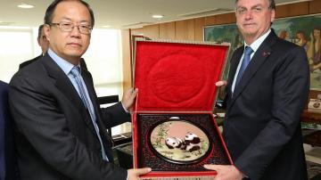 Jair Bolsonaro e Yao Wei, CEO da Huawei do Brasil