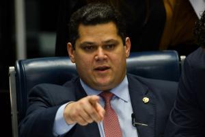 Sem acordo, Davi cancela sessão do Congresso para analisar vetos