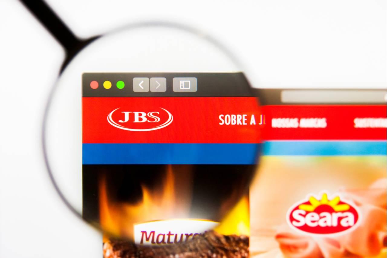 Tela de computador com o site da JBS