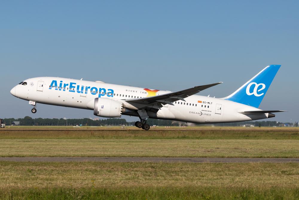 Avião da Air Europa decolando
