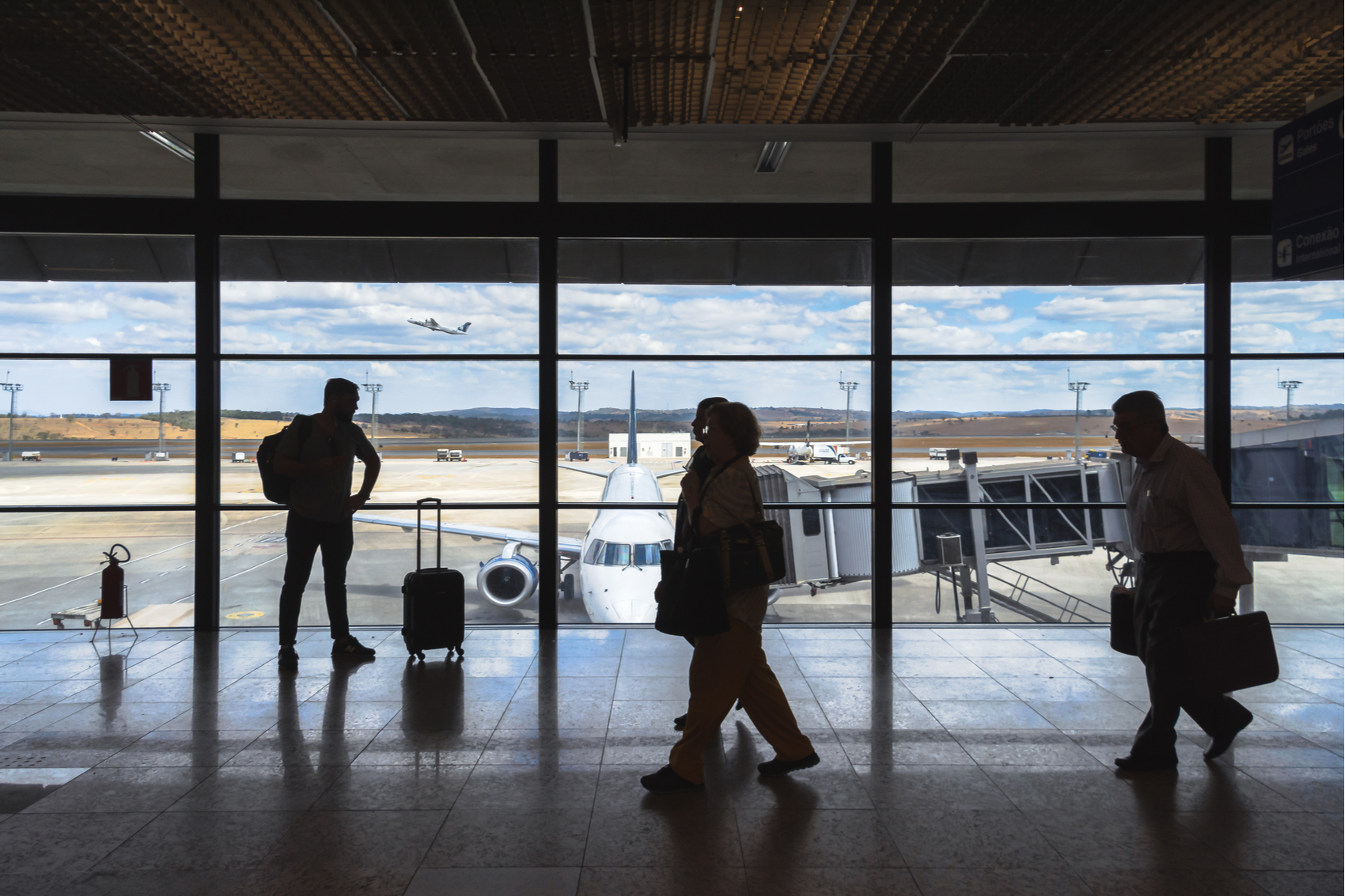 Governo libera entrada de estrangeiros em todos os aeroportos do país thumbnail