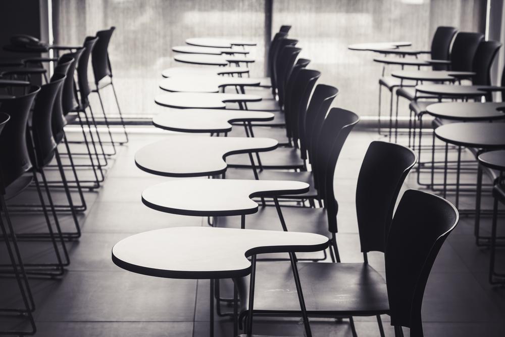 Classe de aula vazia