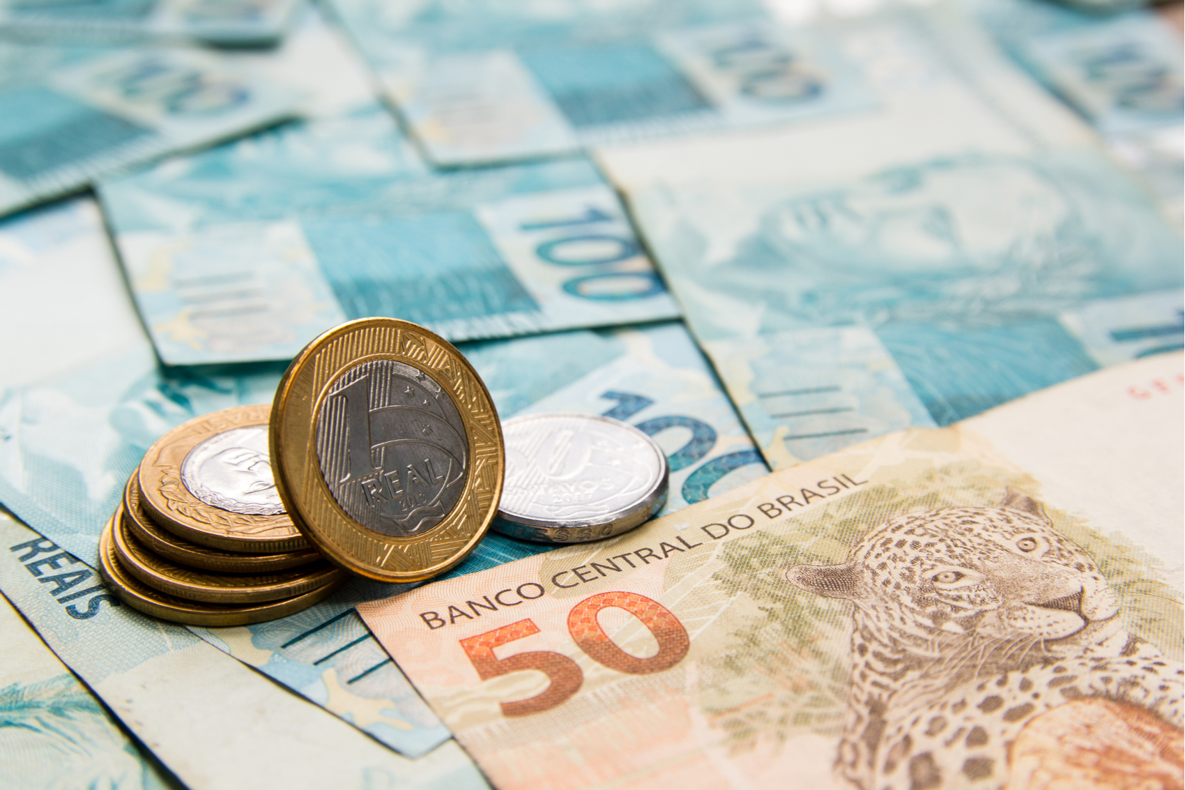 Cada R$ 1 no salário mínimo gera impacto de R$ 320 milhões, diz ...