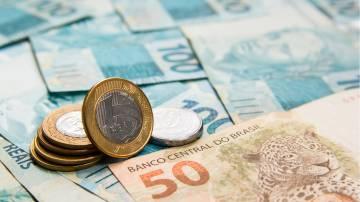 moeda de R$ 1 notas de R$ 50 e R$ 100 real dinheiro