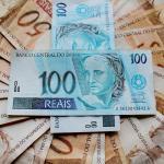 Notas de 100 e 50 reais