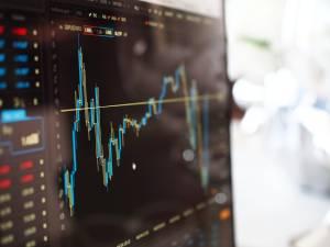 Ibovespa cai em meio a preocupações com economia chinesa; dólar zera perdas