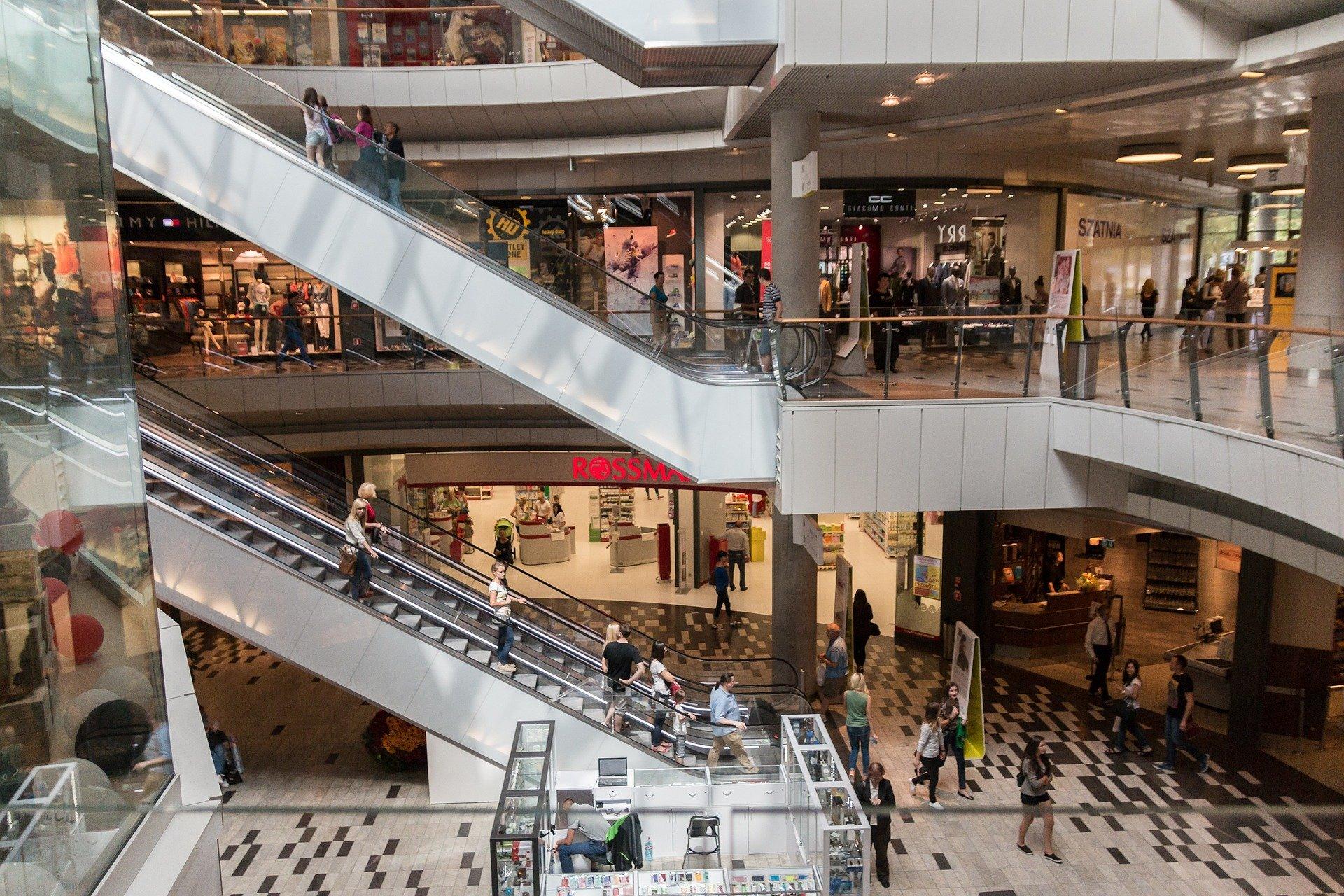 Las ventas minoristas cayeron un 1,7% en junio respecto a mayo tras dos meses de alza, un resultado mucho peor de lo esperado