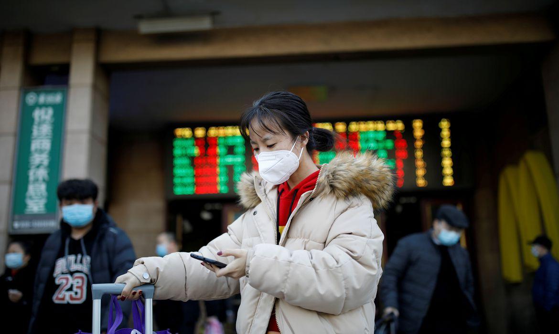 Avanço do coronavírus fora da China derruba Bolsas no exterior; B3 está fechada
