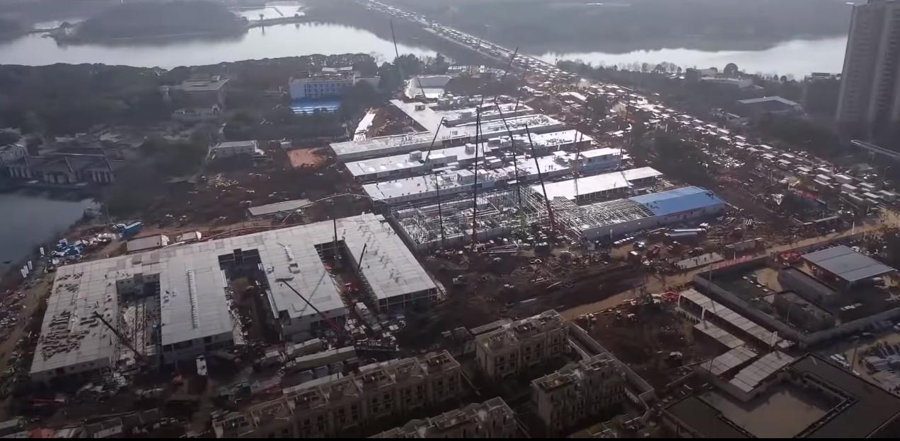Câmera aérea do hospital em Wuhan