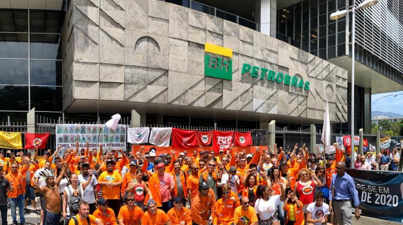 Sindicato de petroleiros entra com ação contra venda de 2 campos pela Petrobras thumbnail