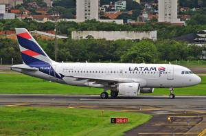 Latam retoma voos do Brasil para Orlando em dezembro após flexibilização da entrada de estrangeiros nos EUA